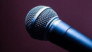 microphone-1716069__180.jpg